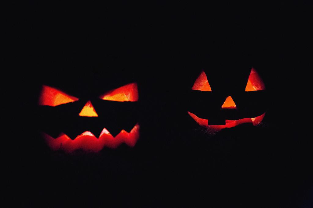two jackolanterns