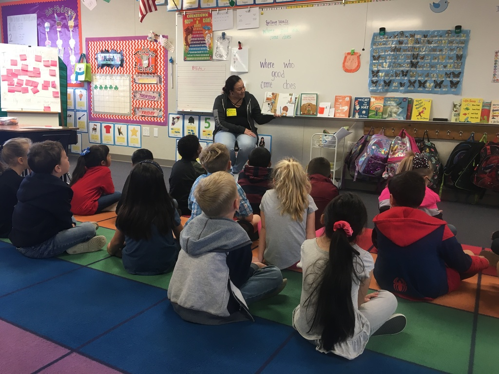 Parent reading to a class